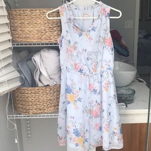 Short summer dress with floral pattern.